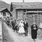 Pfarrerin Greti Caprez bei einer Hochzeit in Nufenen 1966