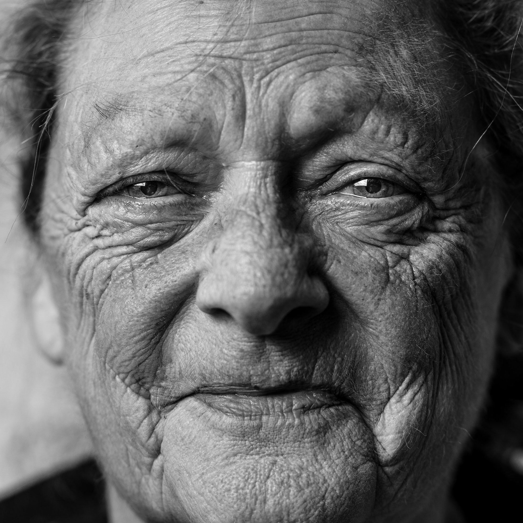 face old woman black and white