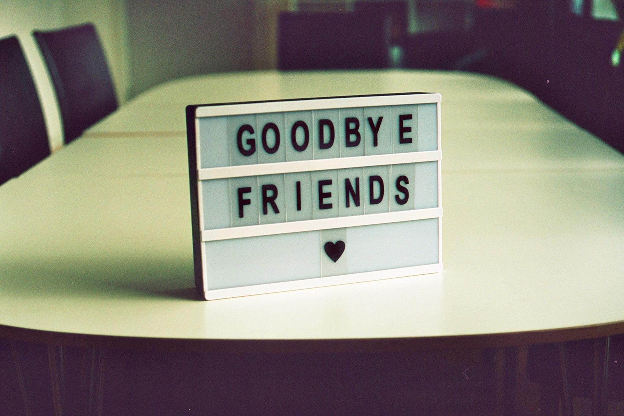 Leuchttafel Goodbye Friends mit Herz
